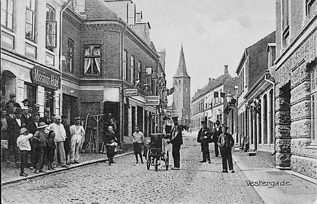 Lirekassemans i Vestergade i Skive først i 1900-tallet
