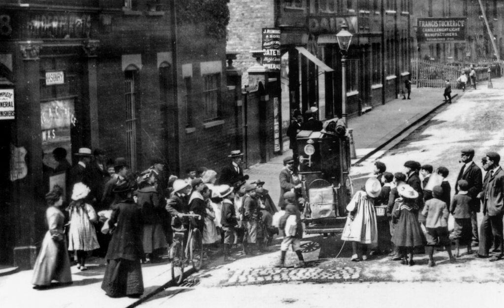 Lirekassemand i London først i 1900-tallet